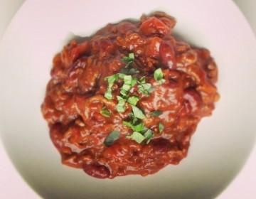 Chili con carne med mørk chokolade og harissa. Perfekt til kolde vinteraftener