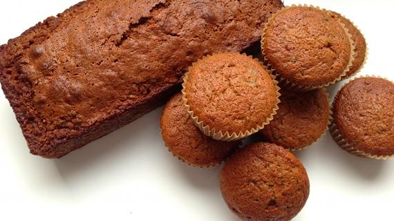 Lækker svampet courgettekage - både i cupcakeform og som skærekage