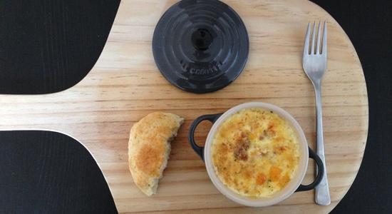 Oeuf en Cocotte betyder æg i potter. Og det er en lækker lille ret til frokost, brunch eller morgenmad.