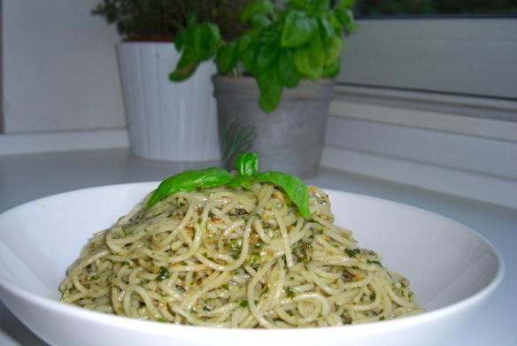 Pasta med pesto, nem, hurtig og velsmagende aftensmad