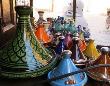 Tagine findes i utallige størrelser og farver. Foto: Wikimedia